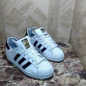 Adidas superstar sneaker shoes youth size 6.5